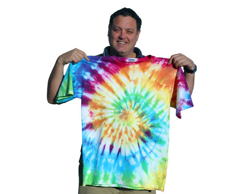 48100590a75a2a How to Tie-Dye a Shirt with a Classic Spiral Pattern